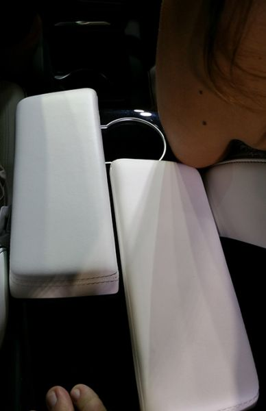 20150929_232943-disappearing_cupholders.jpg